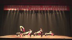 Китайские студентки танцуют
