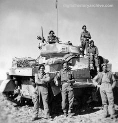 WWII, 1943 - This British tank crew just completed a successful drive on Tripoli, North Africa, 25 January British Soldier, British Army, Military Photos, Military History, Afrika Corps, North African Campaign, Erwin Rommel, Home Guard, War Photography