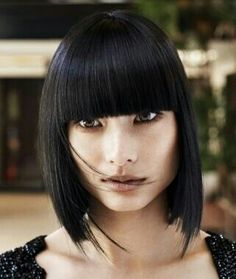 Mid Length Haircuts with Bangs - Mid-length hair is the suit-all length that can make you turn heads without having to spend hours in front of the mirror. Get ready to make a change by opting for the latest mid-length haircuts with bangs. Medium Hair Styles, Natural Hair Styles, Short Hair Styles, Hair Medium, Latest Hairstyles, Bob Hairstyles, Teenage Hairstyles, Stylish Hairstyles, Layered Hairstyles