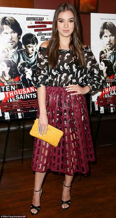 2B4AA88800000578-3194596-Edgy_style_Hailee_Steinfeld_was_spotted_arriving_at_the_Special_-m-164_1439358509452
