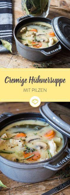 In diesen Suppentopf kommen zu dem Hühnchen noch viel Gemüse, Pilze und Sahne - das Ergebnis: Eine cremige Hühnersuppe die gesund ist und köstlich schmeckt!