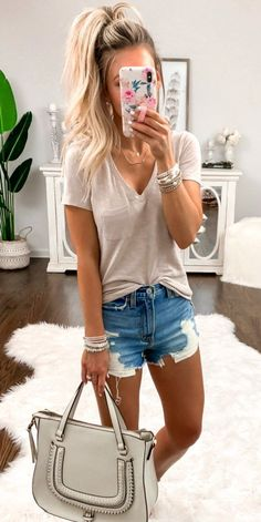 Magical outfits ideas against the summer heat. trendy summer outfits you'll love – Casual summer outfits collection sweater Edgy outfit ideas you need right now! Spring Outfit Women, Summer Outfits Women 30s, Simple Summer Outfits, Outfit Winter, Summer Clothes For Women, Casual Summer Outfits Shorts, Outfits Spring, Spring Shorts, Outfit Summer