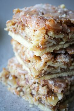 Almond Coconut Dream Bars are three layers of cookie bliss. A cookie crust with a gooey layer with a light crunch of sliced almonds then drizzled with icing Dessert Dips, Köstliche Desserts, Great Desserts, Delicious Desserts, Dessert Recipes, Food Deserts, Healthy Desserts, Slow Cooker Desserts, Coconut Recipes