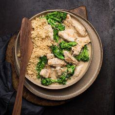 🍴Kuskus s krůtím masem a smetanovou omáčkou recept – rychle, zdravě a jednoduše 🍴 Jimezdrave.cz Hummus, Poultry, Turkey, Chicken, Backyard Chickens, Turkey Country, Cubs