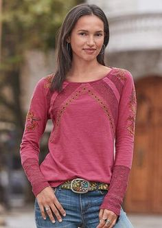 Splendor In Bloom Top: Our exclusive cotton top offers the perfect pairing of bohemian chic embroidery and garment-dyed softness, with feminine lace and bold, geometric lines. Sizes XS S to M to L to XL Approx. Stitch Fix Outfits, Fall Outfits, Casual Outfits, Boho Fashion, Fashion Outfits, Fashion Catalogue, Stitch Fix Stylist, Casual T Shirts, Ideias Fashion