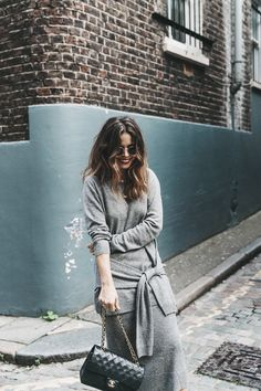 London_LFW-Sandro-White_Sneakers-Grey_Look-Midi_Skirt-Outfit-Street_Style-Chanel_Vintage_Bag