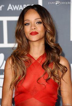 Rihanna é apaixonada pelo batom da marca Red lip