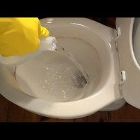 There really aren't many things gross me out more than a stained, dirty toilet. Of course, I have a strict cleaning routine around the house—especially the bathroom—but unfortunately, mineral stains can't just be scrubbed away Household Cleaning Tips, Deep Cleaning Tips, Toilet Cleaning, Bathroom Cleaning, Natural Cleaning Products, Cleaning Solutions, Cleaning Hacks, Diy Cleaners, Cleaners Homemade