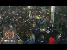 """Социальный дарвинизм - охрана венгерского лагеря для беженцев издевается над мигрантами - http://russiatoday.eu/sotsialnyj-darvinizm-ohrana-vengerskogo-lagerya-dlya-bezhentsev-izdevaetsya-nad-migrantami/                              Эксперименты над людьми для подтверждения постулата """"выживает сильнейший"""" напоминает раздач"""