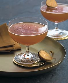 GRAND SIDECAR ¾ oz. Grand Marnier® spirit ¼ oz. Cognac ½ oz. fresh lemon juice Pour all ingredients into a mixing glass with ice. Shake and strain into a martini or coupe glass. With Parisian roots dating back to the early 1900's this grand cocktail is an ode to the classic Side Car.