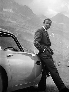 Larga vida, Bond... de Amy Lloyd
