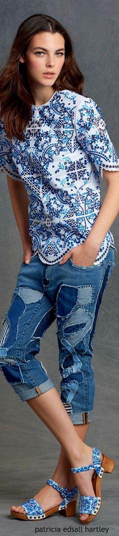 Jeanslook mit Blau - Weiß Kombination (Offwhite, Kornblumen- und Tintenblau, Farbpassnummern 1, 27, 29) Kerstin Tomancok / Farb-, Typ-, Stil & Imageberatung