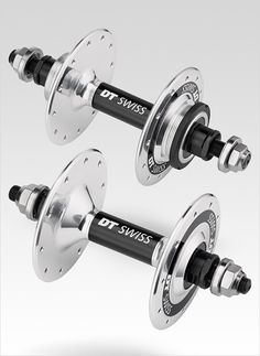 DT Swiss has taken the classic route with their new Track Hubs (front / rear) and they look silky smooth. The DT Swiss Classic TRACK hubs are the right choice if it's about all out sprinting and pr…