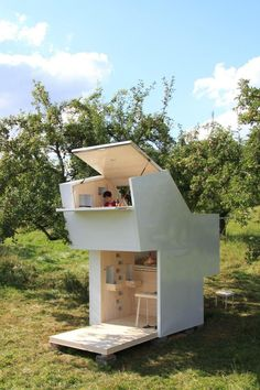 A TINY HOUSE DESIGNED FOR SELF-REFLECTION