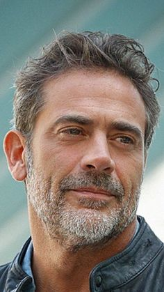 So damned handsome - New Sites John Winchester, Jeffrey Dean Morgan, Team Negan, Grey's Anatomy, Beard Tips, Photo Souvenir, Actrices Hollywood, Daryl Dixon, Dream Guy