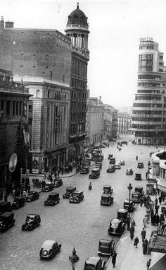 La posguerra. La Gran Vía y Edificio Capitol