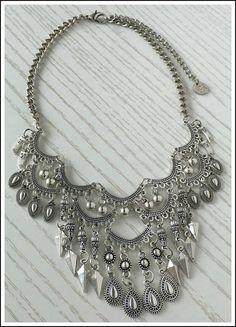 COLLAR BRITAIN - comprar online Funky Jewelry, Boho Jewelry, Jewelery, Handmade Jewelry, Fashion Jewelry, Jewelry Design, Tribal Necklace, Jewelry Making Tutorials, Silver Charms