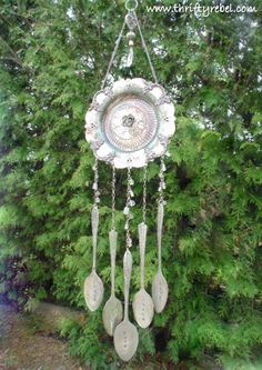 There's a Whole Lotta Chiming Goin' On - Vintage Silverware Hand Stamped Wind Chimes - Metal Crafts, Diy And Crafts, Cork Crafts, Wind Chimes Craft, Shell Wind Chimes, Silverware Art, Stained Glass Art, Garden Crafts, Yard Art
