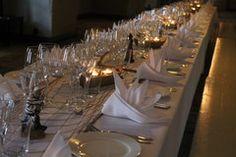 Illallinen 50 hengen pöydässä
