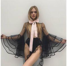 Stav Strashko in Vogue Paris article. The gender Non-Conforming models of New York Fashion Week, New York Fashion, Fashion Week, High Fashion, Fashion Show, Fashion Outfits, Fashion Design, Fashion Trends, Women's Fashion, Vogue Paris