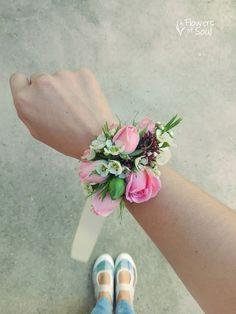 Flowers of Soul: Bratari cu flori Design Floral, Flowers, Fashion, Moda, Fashion Styles, Florals, Fasion, Flower, Blossoms