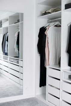 Awesome Small Walk-In Closet Design Ideas and Inspiration for Modern Home Decor Wardrobe Closet, Closet Bedroom, Master Closet, Closet Space, Home Bedroom, Small Walk In Wardrobe, Open Wardrobe, Bedrooms, Walk In Closet Design
