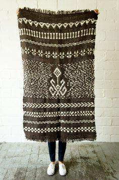 Telar Mapuche Blanket Ethnic Diversity, Textiles, Weaving Art, Traditional Outfits, Textures Patterns, Fiber Art, Lana, Screen Printing, Pattern Design