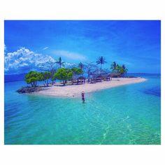 Private island paradise  -  by @imvann  _ #paradiseonearth #privateisland #wanderlust #travelgoals #yourtea #mantea