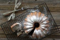 Kitchen And The City : Maková bábovka - poppy seed bundt cake Other Recipes, Sweet Recipes, Poppy Seed Bundt Cake, Food Photography, Cooking Recipes, Baking, City, Kitchen, Cakes