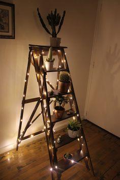 Ancien escabeau de peintre ou échelle de bibliothèque - old ladder