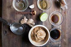 Molho cremoso de amendoim de inspiração thai vai bem com tudo!