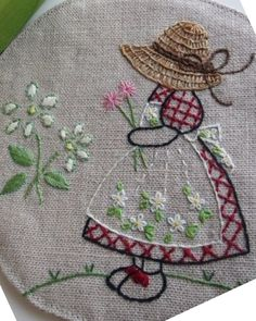 Via Inspirations Magazine. Hand Embroidery Videos, Hand Embroidery Flowers, Hand Work Embroidery, Creative Embroidery, Hand Embroidery Stitches, Crewel Embroidery, Hand Embroidery Designs, Vintage Embroidery, Ribbon Embroidery