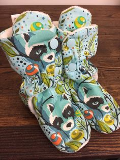 Custom babywearing baby booties to match a Tula baby carrier. www.facebook.com/tootsietraps