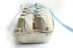 Perché non ci poniamo come buon proposito estivo quello di imparare ad allacciarsi le scarpe? Magari con qualche idea di ispirazione montessoriana.