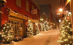 Quebec City | 10 Most Festive Christmas Cities http://www.mydesignweek.eu/10-most-festive-christmas-cities/#.UoH-zuL7HIV