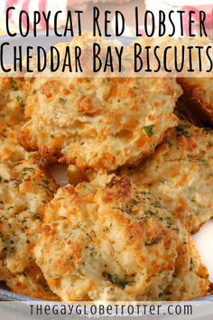 These copycat Red Lobster cheddar bay biscuits are one of my favourite dinner roll recipes! They're buttery, garlicky, cheesy, flaky, and ready in just 25 minutes! This side dish is perfect with just about any soup or stew recipe. We also love making thes Homemade Biscuits Recipe, Easy Biscuits, Buttery Biscuits, Homemade Breads, Easy Biscuit Recipes, Recipes With Biscuits, Bisquick Recipes Biscuits, Recipes With Buttermilk, Best Biscuit Recipe