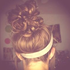 im always so jelly of people that can do their buns like this. thats one problem of having straight hair :/