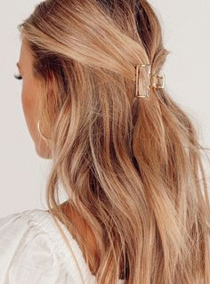 College Hairstyles, Summer Hairstyles, Pretty Hairstyles, Model Hairstyles, Balayage Hair Blonde, Blonde Hair Caramel Highlights, Blonde Hair Colors, Beach Hair Color, Gold Blonde Hair