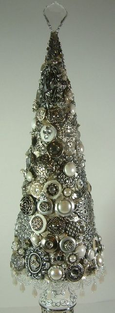 Vintage jewelry Christmas tree DIY