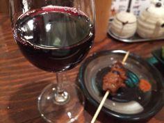 赤ワインで焼き鳥をいただきました♪おいしい組合せです【蛙さん】