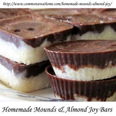 Make your own homemade mounds bars and almond joy bars with no refined sugar and natural coconut, coconut oil and cocoa powder. I dont like Mound/Almond Joy but my siblings would love this. Almond Joy, Almond Butter, Healthy Desserts, Just Desserts, Delicious Desserts, Yummy Food, Candy Recipes, Sweet Recipes, Real Food Recipes