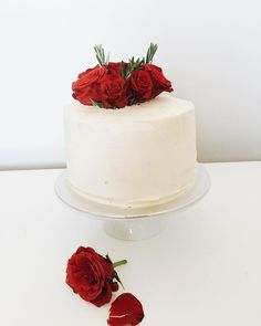 Simple classic style of roses and Rosemary. I felt so honoured to make this one.  #scandicakes #cakesperth #perthcakes #roses