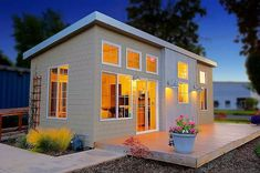 We already got Modern Tiny House on Small Budget and will make you swon. This Collections of Modern Tiny House Design is designed for Maximum impact. Modern Tiny House, Tiny House Living, Tiny House Plans, Tiny House Design, Home Design, Small Living, Design Ideas, Interior Design, Cottage House