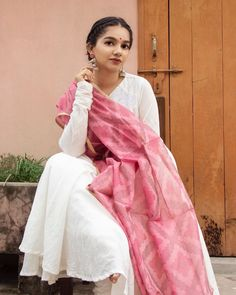 Hire Designer Dresses - Rent a Cocktail Dress Indian Bridal Wear, Indian Wedding Outfits, Indian Outfits, Indian Wear, Indian Gowns, Indian Attire, Pakistani Dresses, Indian Look, Dress Indian Style