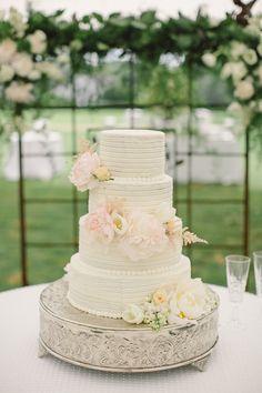 blush peony wedding cake | Harwell Photography #wedding