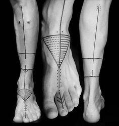Tribal Foot Tattoos, Hawaiian Tribal Tattoos, Tattoos Skull, Small Wrist Tattoos, Tribal Tattoo Designs, Forearm Tattoos, Tatoos, Indian Tattoos, Dragon Sleeve Tattoos