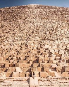 The Great Pyramid of Giza is the most mysterious, puzzling monument ever built on Earth, and here are 3 of its most puzzling characteristics. Great Pyramid Of Giza, Pyramids Of Giza, Natural Wonders, Amazing Photography, Nature Photography, City Photo, Washington, How Are You Feeling, Earth