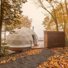 Entrance to the Dome by Domes Charlevoix Bubble House, Dome Structure, Geodesic Dome Homes, Prefab Cabins, Temporary Structures, Natural Building, Green Building, Sustainable Architecture, Residential Architecture