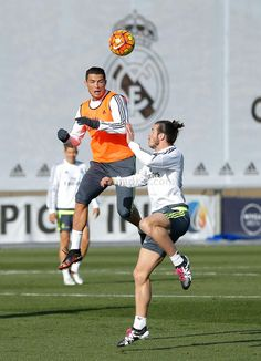 Real Madrid training 5 times more to past Barca! P*ta Madrid. Football Love, Best Football Team, Football Art, Cr7 Vs Messi, Cristiano Ronaldo Cr7, Bale 11, Good Soccer Players, Nikki Bella, Gareth Bale