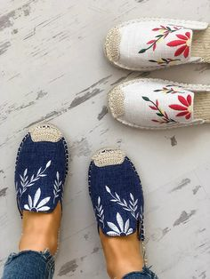 Style: Fashion, Stylish Item: Slippers Upper Material: cloth Toe: Closed Toe Closure Type: Slip-On Heels: Flats Trend Fashion, Estilo Fashion, Fashion Shoes, Womens Fashion, High Fashion, Fashion Slippers, Fashion Fashion, Embroidery Heels, Embroidery Fashion